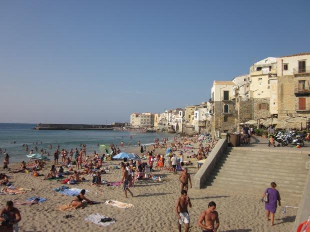 Spiaggia e mare di Cefalu....Beach and sea in Cefalu', Sicily    {Copyright Francesca Mignosa}
